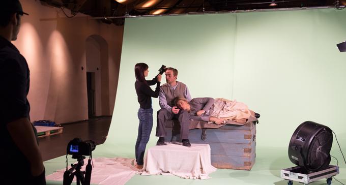 Inspelning pågår med konstnärerna Davy och Kristin McGuire och skådespelarna Robert Noack och Maria Ylipää.