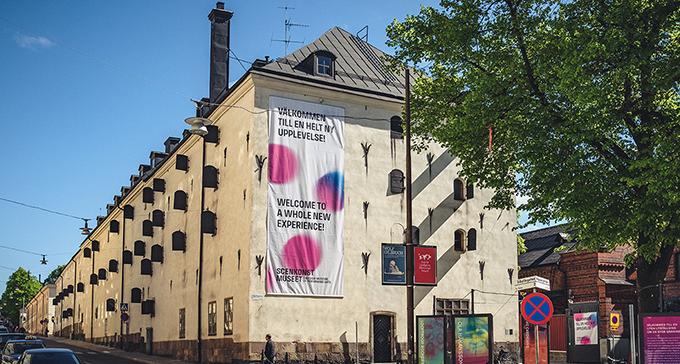 Scenkonstmuseet i sommarsol. Foto: Jonas André/Scenkonstmuseet